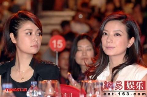 Rất lâu rồi Triệu Vy và Lâm Tâm Như mới hội ngộ tại mội sự kiện truyền thông.