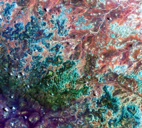 Vệ tinh của Nhật Bản đã ghi lại được hình ảnh của một vùng đất ở miền đông nam Somalia với nhiều màu sắc khác nhau trong như một chiếc kính vạn hoa.