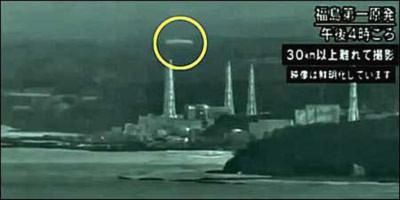 """UFO """"thám sát"""" nhà máy điện hạt nhân Fukushima"""