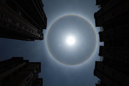 Xuất hiện hào quang lạ xung quanh mặt trời