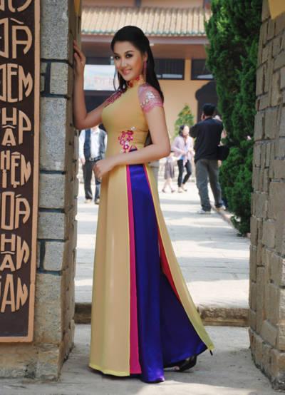 Cô cũng tham dự cuộc thi Hoa hậu Việt Nam 2008.