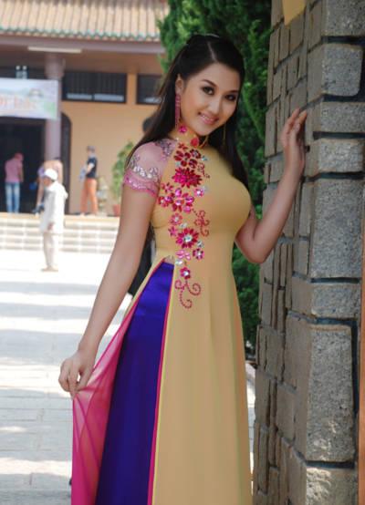 Người đẹp này từng góp mặt tại festival Hoa - Đà Lạt, và nhiều hoạt động về quảng bá du lịch của khu vực miền Tây Nam bộ. Sắp tới, cô sẽ trở thành người đại diện hình ảnh cho một công ty du lịch của Singapore.