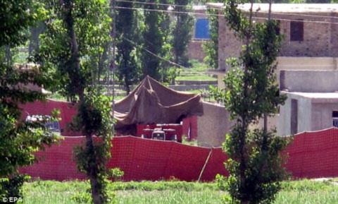 Một góc khu nhà Osama bin Laden ẩn náu cùng người vợ trẻ nhất và tay chân thân tín tại thị trấn Abbottabad của Pakistan. Ảnh: EPA.