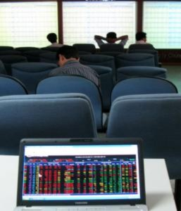 Blue-chip giảm mạnh, lực mua yếu
