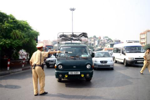 Cảnh sát – Người dân: Ai hư và ai làm hư ai?