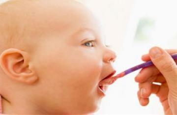 Chỉ nên cho trẻ ăn khi bé muốn