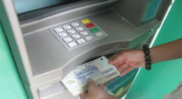 Chưa tăng phí rút tiền ATM ngoại mạng