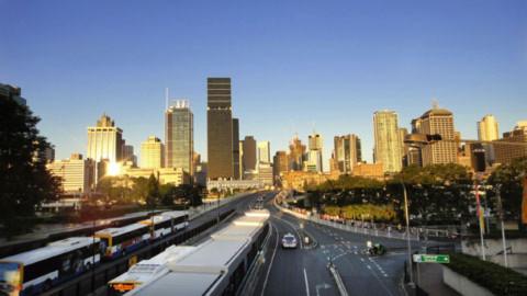 1. Khu vực Brisbane CBD và những hàng xe buýt nối đuôi nhau ở trạm Cultural Centre.