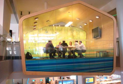 4. Một phòng họp trong thư viện thành phố.
