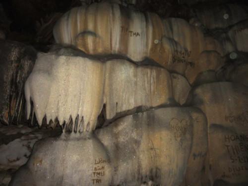 """Cuốn sổ ghi chép và những bí ẩn về hang động """"cá thần"""""""