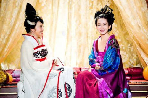 Những cảnh quay Võ Tắc Thiên thân thiết với Hàn Quốc công chúa được hé lộ với khán giả.