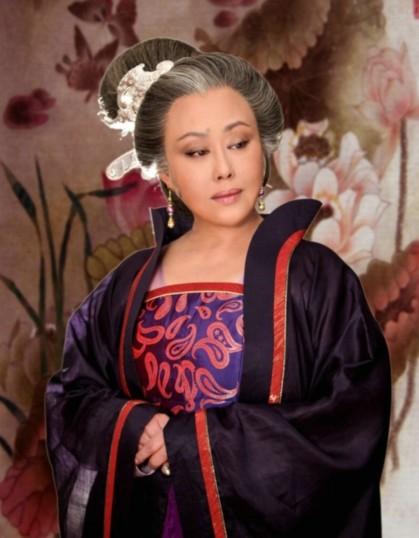 Tư Cầm Ca Oa trong vai Võ Tắc Thiên về già.