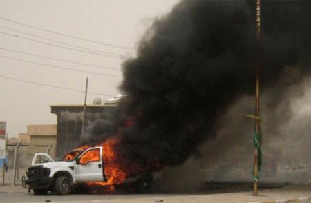 Một trong 3 chiếc xe chứa bom trong các vụ nổ liên tiếp ở Kirkuk. Ảnh: AFP
