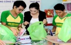 Diễm Hương đón ngày 1/6 sớm cùng trẻ em