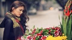 Dương Mỹ Linh lãng mạn bên gánh hàng hoa
