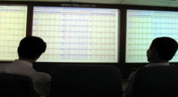 Giới đầu tư tháo chạy kéo Vn-Index rơi khỏi mốc 400 điểm