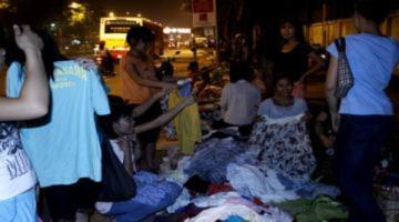 Hàng thùng 'đập kiện' vỉa hè lấn át chợ đêm sinh viên