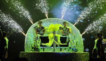 Hồ Quỳnh Hương bay bổng trên sân khấu