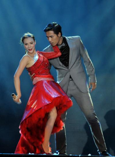 Người đẹp dùng giọng hát để quyến rũ người mẫu điển trai Quang Hòa.