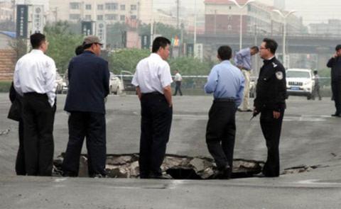 Sau tai nạn, các quan chức chính quyền cùng 120 lính cứu hộ đã tới hiện trường. Một đội điều tra cũng được thành lập để tìm hiểu nguyên nhân tai nạn.