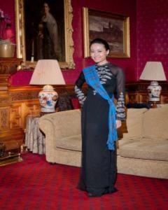 Hồng Ánh diện áo dài thăm lâu đài cổ châu Âu