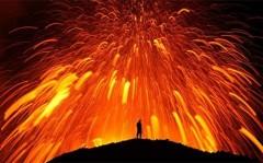 Hùng vĩ cảnh núi lửa phun trào