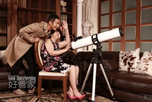 Bộ ảnh cũng là món quà Huỳnh Hiểu Minh dành tặng người phụ nữ có công sinh thành, nuôi nấng anh nhân Ngày của Mẹ.