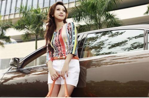 Jennifer Phạm đẹp lộng lẫy bên xe siêu sang