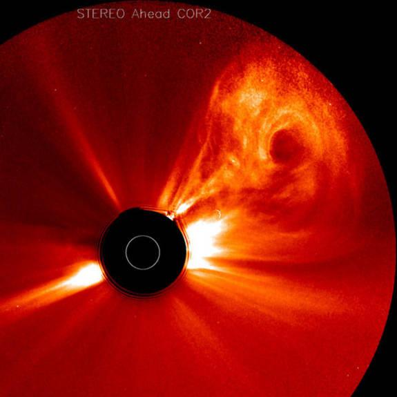 Một vụ nổ lớn diễn ra ở phía bên kia mặt trời. Ảnh được ghi lại ngày 26-28/02/2011.