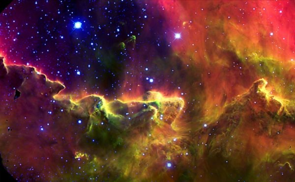 Kính thiên văn Gemini South vừa gửi về hình ảnh mới nhất của tinh vân Lagoon với những màu sắc kỳ ảo của khí gas và bụi vật chất. Tinh vân Lagoon là một đám mây giữa các ngôi sao khổng lồ trong chòm sao Nhân Mã. Nó được phân loại thành tinh vân phát xạ. Tinh vân Lagoon được phát hiện bởi Guillaume Le Gentil năm 1747 và là một trong hai tinh vân mà con người có thể nhìn thấy mờ bằng mắt thường từ vĩ độ Bắc trung bình.