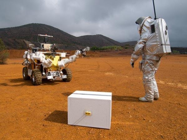 Môi trường giả lập sao Hỏa được Cơ quan vũ trụ châu Âu xây dựng tại vùng sa mạc Andalucia của Tây Ban Nha. Trong lần thử nghiệm đổ bộ lên sao Hỏa này, một nhà du hành vũ trụ trong bộ quần áo bảo vệ đặc biệt và được trợ giúp bởi một robot với các công cụ thiết yếu