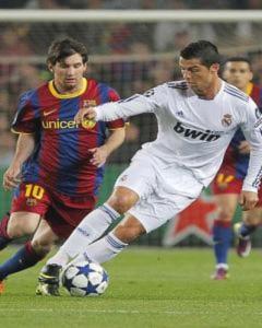 Messi đuổi kịp thành tích ghi 53 bàn của Ronaldo