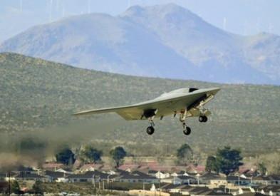 Phi cơ không người lái X-47B hoàn thành chuyến bay thử đầu tiên hồi đầu năm. Ảnh: AP.