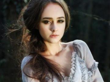 Ngắm vẻ đẹp hút hồn của siêu mẫu tuổi 14