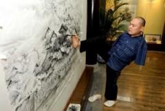 Người đàn ông không tay vẽ tranh siêu đỉnh