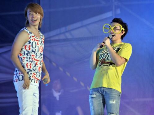 Phong cách 'xì tin' của Dong Hae, Sung Min khiến nhiều fan trẻ ngất ngây.