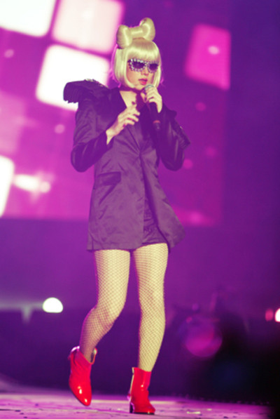 Hee Chul khá giống Lady Gaga.