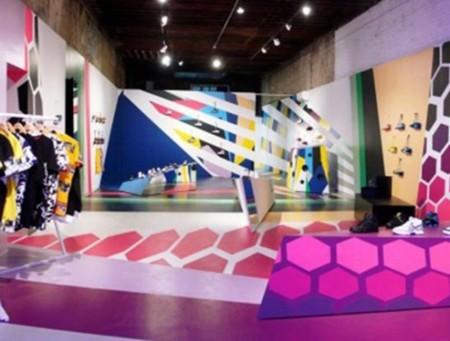 Hãng đồ dùng thể thao Reebok mở cửa hàng có tên FLASH trong vòng 1 tháng tại triển lãm nghệ thuật đương đại CVZ ở New York. FLASH trưng bày khả năng thay đổi theo tuần của quần áo và giày dép Reebook.