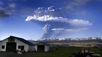 Núi lửa Iceland phun trào, lo ngại cho các chuyến bay