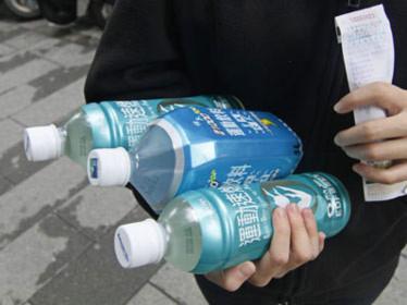 Nước uống đóng chai của Trung Quốc có chất gây ung thư