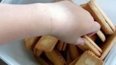 Đồ ăn vặt bị cấm quảng cáo