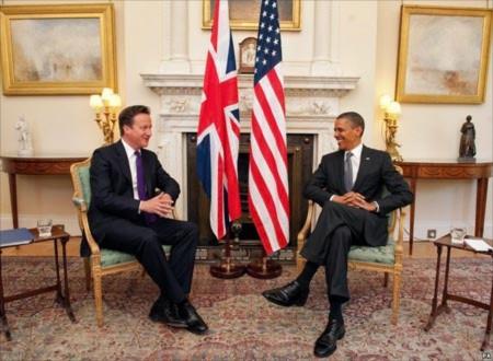 Tổng thống Mỹ Barack Obama và Thủ tướng Anh David Cameron tại số 10 phố Downing. Ảnh: