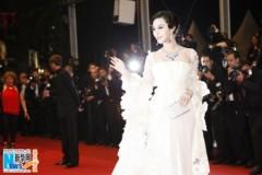 """Phạm Băng Băng làm """"nữ thần tắc kè hoa"""" tại Cannes"""