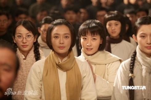 Tần Lam vai một nữ sinh viên yêu nước.