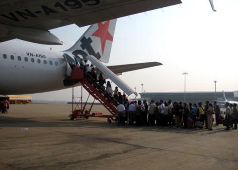 Hành khách đi Jetstar Pacific được mang tối đa 40kg hành lý ký gửi. Ảnh: Kiên Cường