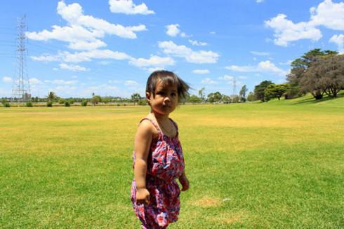 22 tháng tuổi. Tôi du học Úc. Và Melbourne đón chào tôi với chút nắng cuối hè gắt gỏng… (ảnh chụp ở công viên Footscray).