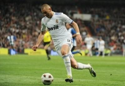 Benzema trong màu áo Real Madrid.