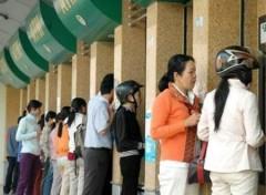 Tăng phí ATM: Người dân có quay lại dùng tiền mặt?