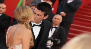 Tay vợt Djokovic và bạn gái tỏa sáng trên thảm đỏ Cannes