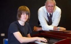 Thần đồng chơi piano không cần đọc nhạc